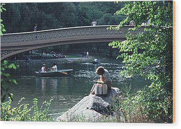 Bow Bridge In Central Park Nyc Wood Print by Tom Wurl