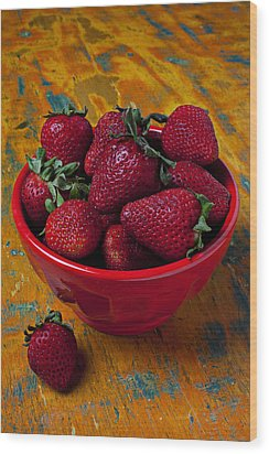 Bowl Of Strawberries  Wood Print by Garry Gay