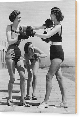 Boxing On The Prom Wood Print by William Vanderson