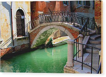 Bridge In Venice Wood Print by Barbara Walsh