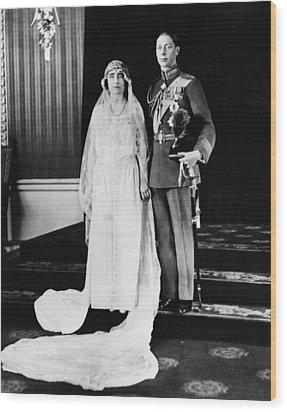 British Royalty. British Lady Elizabeth Wood Print by Everett