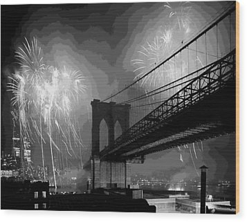 Brooklyn Bridge Fireworks Bw16 Wood Print