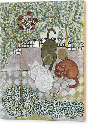 Brown And White Alley Cats Consider Catching A Bird In The Green Garden Wood Print by Rachel Hershkovitz
