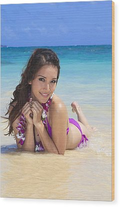 Brunette On Beach Wood Print by Tomas del Amo