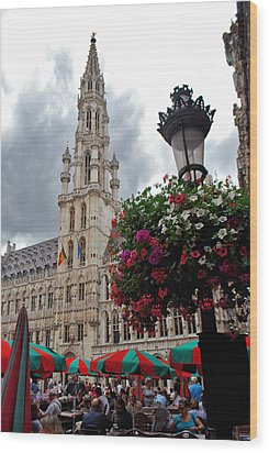 Brussels Town Hall And Cafe In The Grand Place Market Square Belgium Wood Print by Jeff Rose