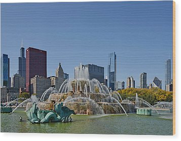 Buckingham Fountain Chicago Wood Print by Christine Till