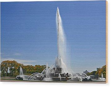 Buckingham Fountain - Chicago's Iconic Landmark Wood Print by Christine Till