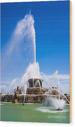 Buckingham Fountain In Chicago Wood Print by Paul Velgos