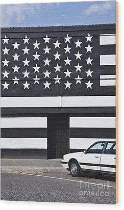 Building With An American Flag Paint Job Wood Print by Paul Edmondson