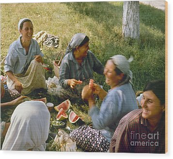 Bulgaria: Peasants Wood Print by Granger