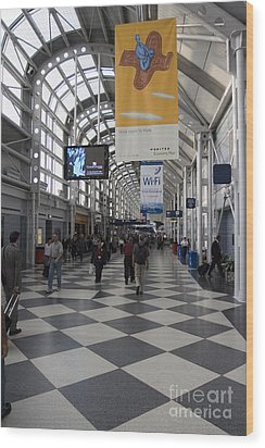 Busy Airport Terminal Concourse At Chicago's O'hare Airport Wood Print by Christopher Purcell