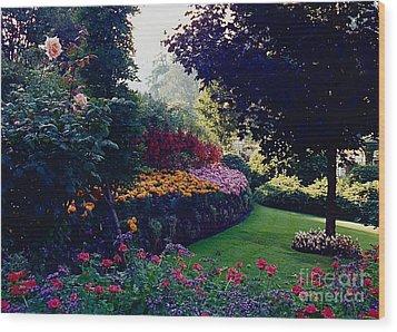 Butchart Gardens Shade And Sun Wood Print