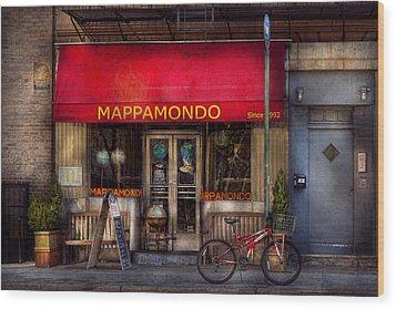 Cafe - Ny - Chelsea - Mappamondo  Wood Print by Mike Savad