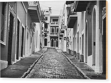 Calle De Guijarro Wood Print by John Rizzuto