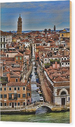 Canal And Bridges In Venice Italy Wood Print by David Smith