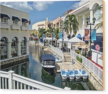 Wood Print featuring the photograph Cancun Shopping by Rob Green