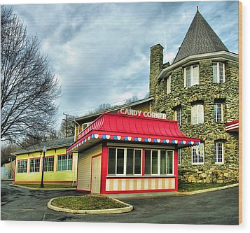 Candy Corner And Chatauqua Tower Wood Print by Steven Ainsworth