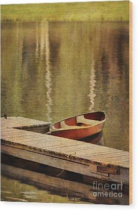 Canoe At Dock Wood Print by Jill Battaglia
