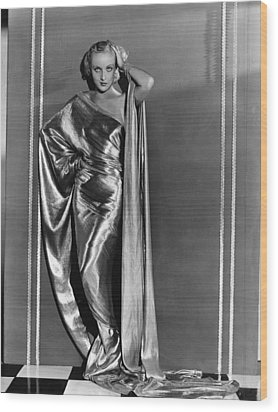 Carole Lombard, In A Paramount Wood Print by Everett