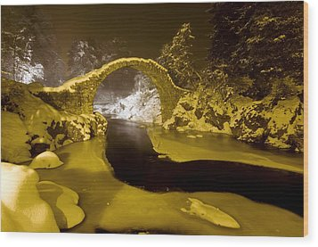 Carr Bridge At Night In Winter Wood Print by Duncan Shaw