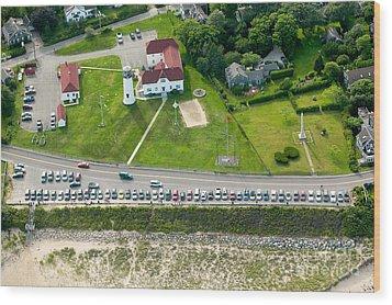 Cars Line Up At The Parking Lot At Chatham Lighthouse And Chatha Wood Print by Matt Suess