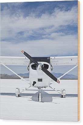 Cessna Aircraft On Bonneville Salt Flats Wood Print by Paul Edmondson