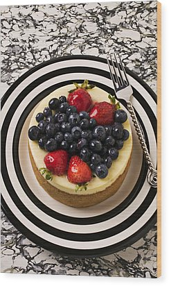 Cheese Cake On Black And White Plate Wood Print by Garry Gay