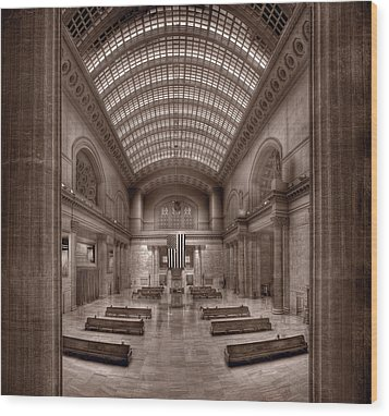 Chicagos Union Station Bw Wood Print by Steve Gadomski