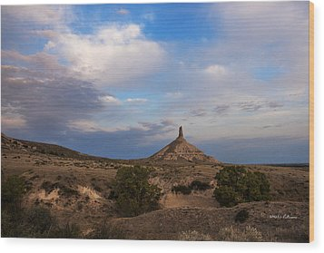 Chimney Rock On The Oregon Trail Wood Print by Edward Peterson
