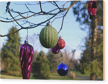 Christmas Baubles Wood Print by Richard Reeve