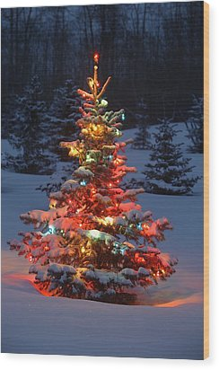 Christmas Tree With Lights Outdoors In Wood Print by Carson Ganci