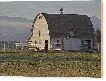 Wood Print featuring the photograph Classic Barn Near Grants Pass by Mick Anderson