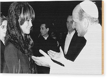 Claudia Cardinale Meets Pope Paul Vi Wood Print by Everett