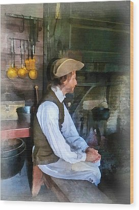 Colonial Man In Kitchen Wood Print by Susan Savad