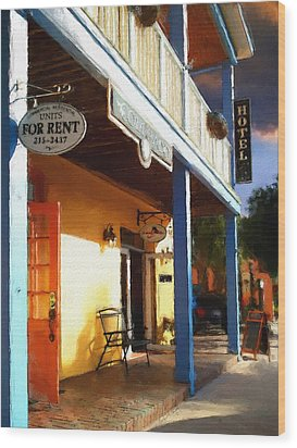 Colorado Hotel Wood Print by Robert Smith