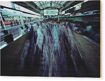 Commuters Crowd A Subway Platform Wood Print by Paul Chesley