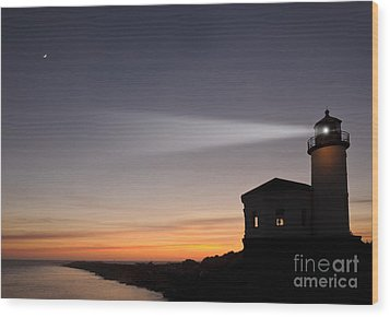 Coquille River Lighthouse Wood Print by John Shaw and Photo Researchers