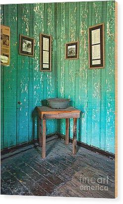 Corner Of Slave Cabin At San Francisco Plantation Wood Print by Kathleen K Parker