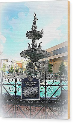 Court Square Fountain Wood Print by Carol Groenen