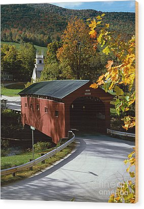 Covered Bridge In Vermont Wood Print by Rafael Macia and Photo Researchers