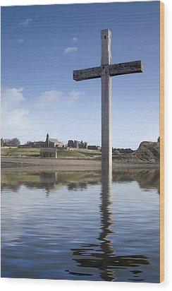 Cross In Water, Bewick, England Wood Print by John Short