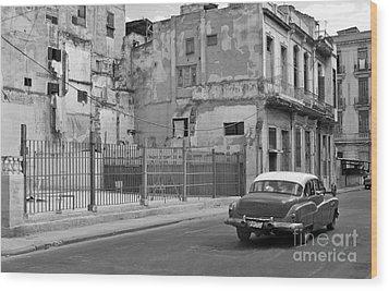 Wood Print featuring the photograph Cuban Car by Lynn Bolt