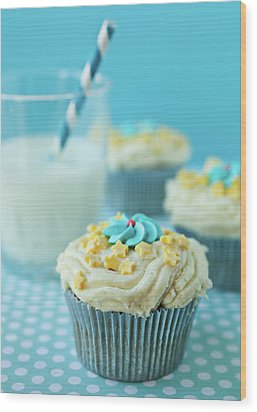 Cup Cake With Stars Topping Wood Print by Uccia_photography