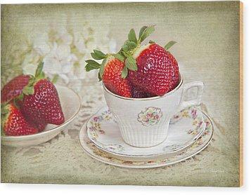 Cup Of Strawberries Wood Print by Cheryl Davis