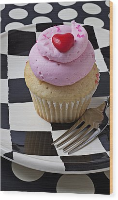 Cupcake With Heart On Checker Plate Wood Print by Garry Gay
