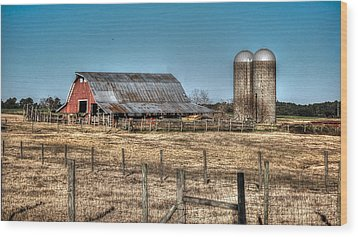 Dairy Barn Wood Print by Michael Thomas