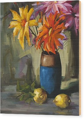 Daisies In Blue Vase Wood Print by Pepe Romero