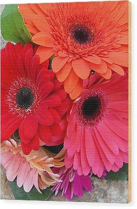 Daisy Bouquet Wood Print by Lynnette Johns