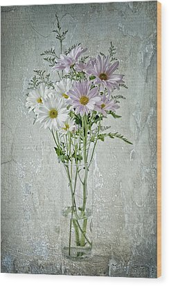 Daisy Wood Print by James Bethanis