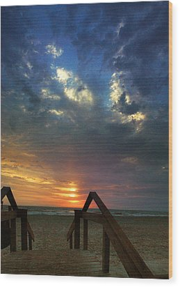 Wood Print featuring the photograph Daybreak At The Beach by Rod Seel
